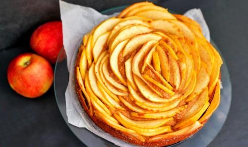 Диетический яблочный пирог без сахара и муки