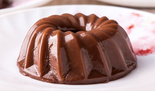 Шоколадный десерт из молока и желатина