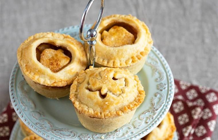 Мини пироги с яблочной начинкой
