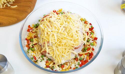 Куриная грудка с овощами и сыром в духовке