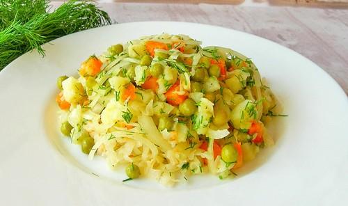 Постный салат из картофеля и квашеной капусты