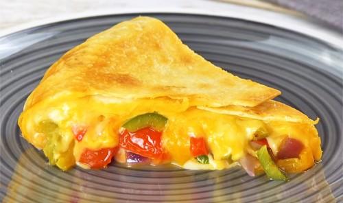 Фахитас с куриной грудкой, овощами и сыром