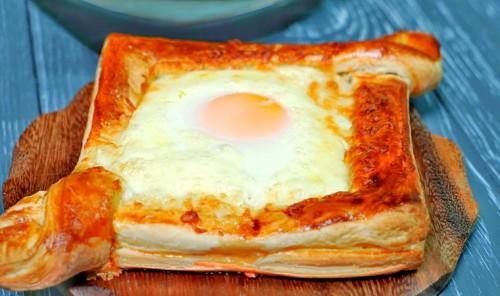 Ленивый хачапури с сыром и яйцом в духовке
