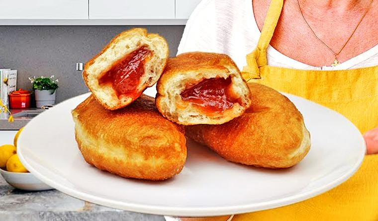 Жареные пирожки с яблочным повидлом