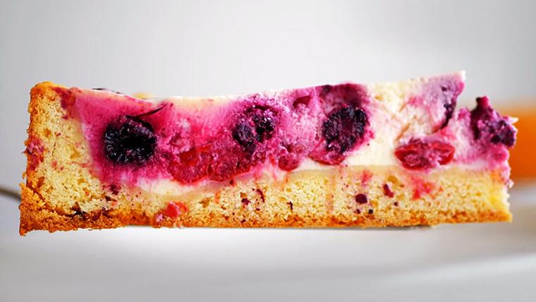 Цветаевский пирог с ягодами и сметанным кремом