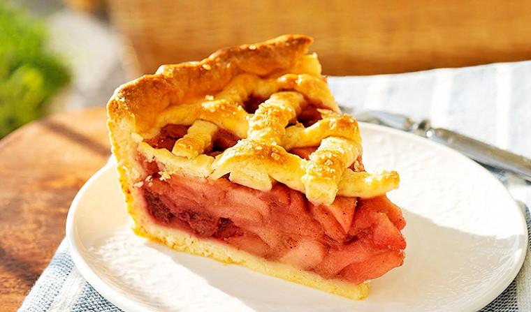 Яблочно-вишневый пирог на творожном тесте