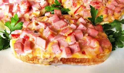 Горячий бутерброд с ветчиной и сыром