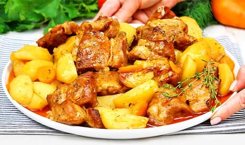 Мясо с картофелем в рукаве в духовке