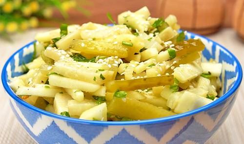 Салат с сельдереем, яблоком и огурцом
