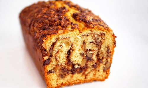 Сметанный кекс с орехами