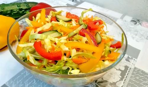 Салат из свежей капусты, моркови и болгарского перца