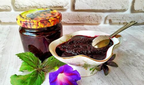 Соус из черноплодной рябины к мясу, птице или рыбе