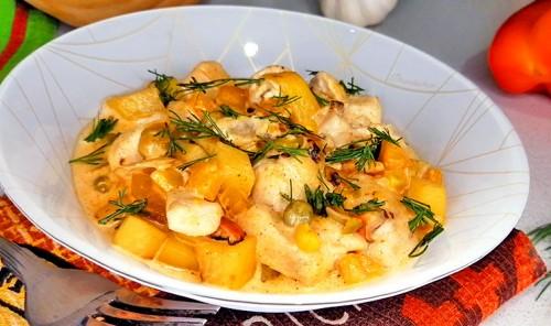 Куриное филе с овощами в сливочном соусе «Бобо»