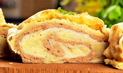 Рулет с картофелем и фаршем