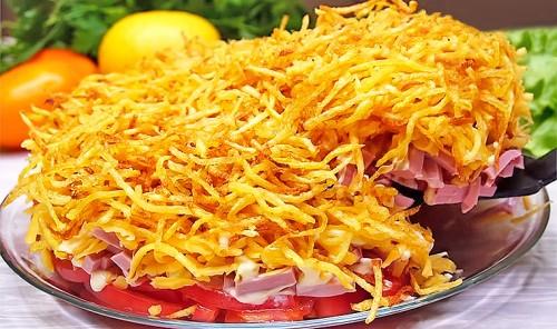 Салат с картофельной соломкой «Блондинка»