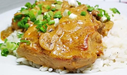 Свинина в сливочно-грибном соусе