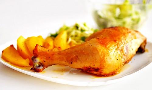 Маринованные куриные окорочка с картошкой в духовке
