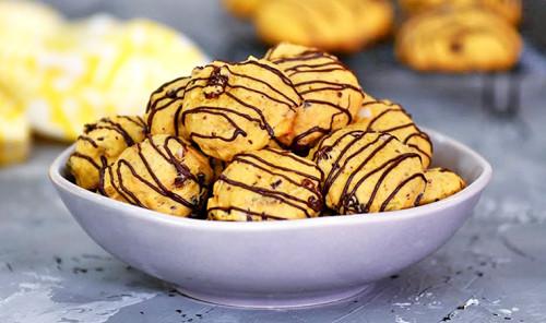 Тыквенное печенье с изюмом и шоколадом