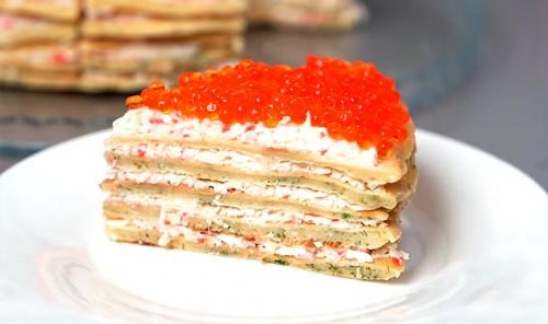 Блинный торт с крабовыми палочками и красной икрой