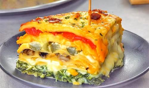 Омлетный торт с овощами и сыром