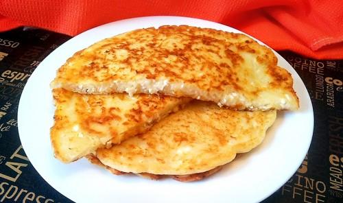 Творожно-сырные лепешки на сковороде