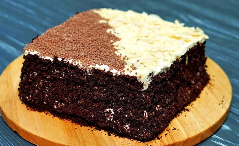Шоколадный торт со сливочным кремом на сковороде