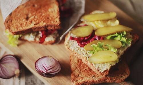 Сочный домашний сэндвич