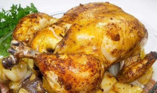 Курица, фаршированная яблоками, в духовке