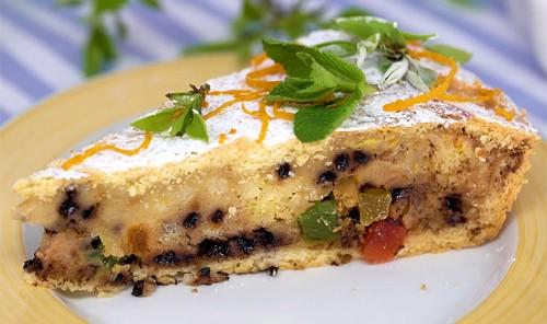 Праздничный пирог с цукатами, рисом и творогом