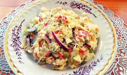 Салат из крабовых палочек с капустой и яйцом