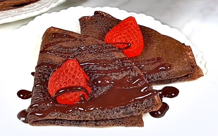 Шоколадные блины на кефире и молоке