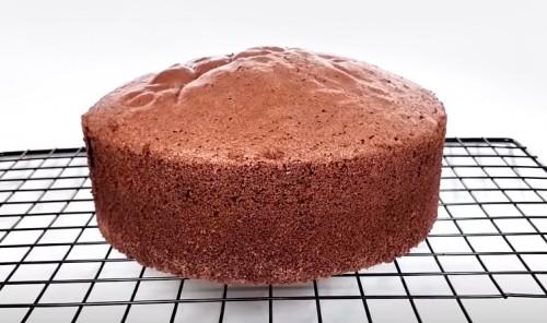 Простой бисквит для шоколадного торта