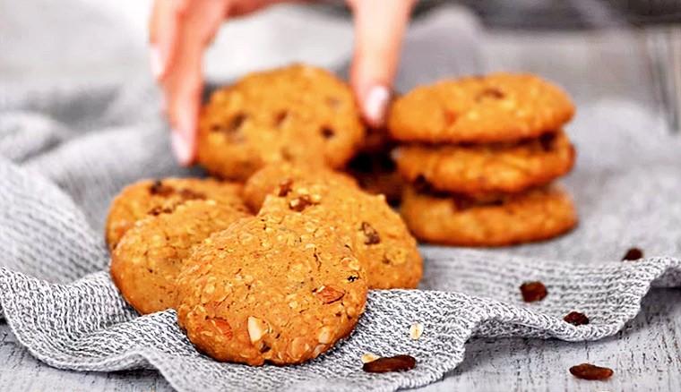 Овсяное печенье с изюмом и миндалем