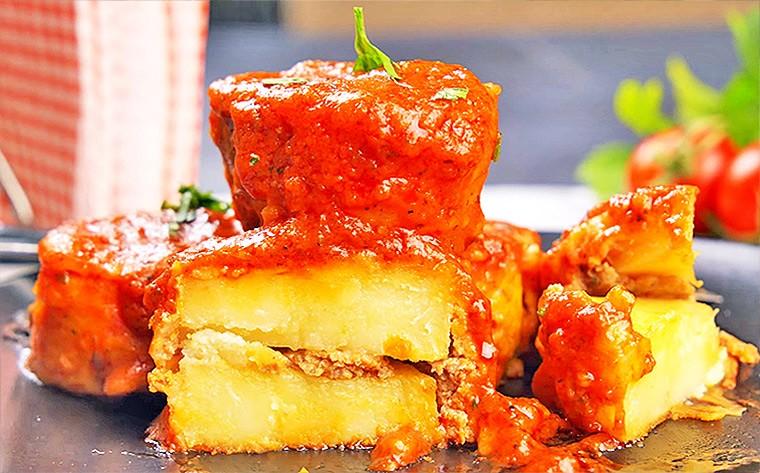 Картошка с фаршем в томатном соке