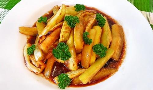 Кабачки, жареные в соевом соусе с чесноком