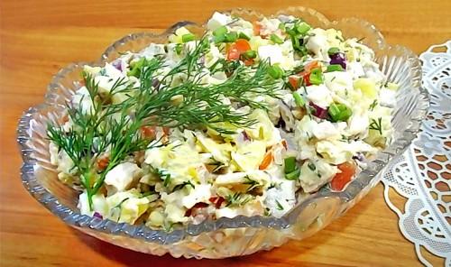Салат с копченой грудкой, картофелем и сыром
