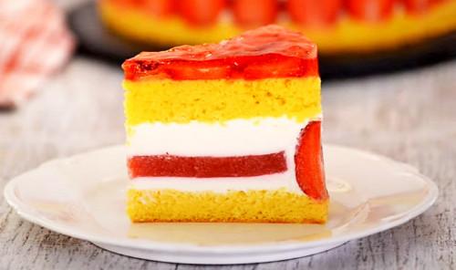 Клубничный торт с творожным кремом