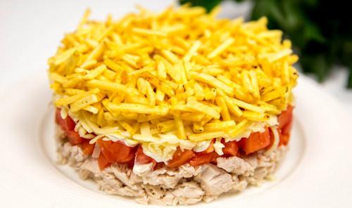 Салат с курицей и картошкой фри «Блондинка»