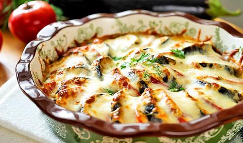 Баклажаны, запеченные c помидорами и сыром