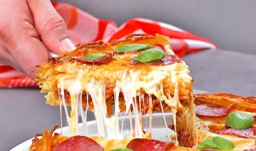 Пицца из макарон с соусом болоньезе