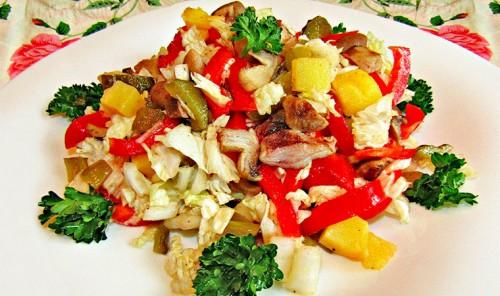 Постный салат с пекинской капустой, картофелем и грибами