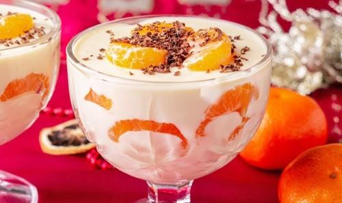 Десерт с шоколадно-йогуртовым кремом и мандаринами