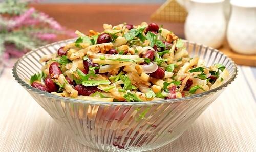 Салат с фасолью и корневым сельдереем