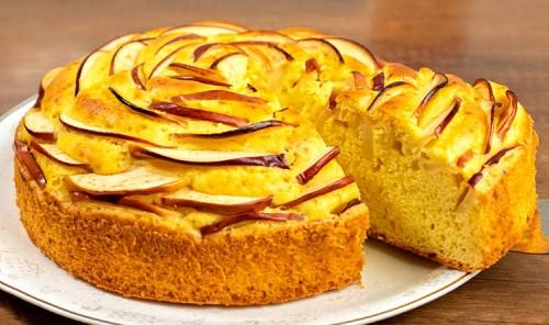Пышный пирог с яблоками