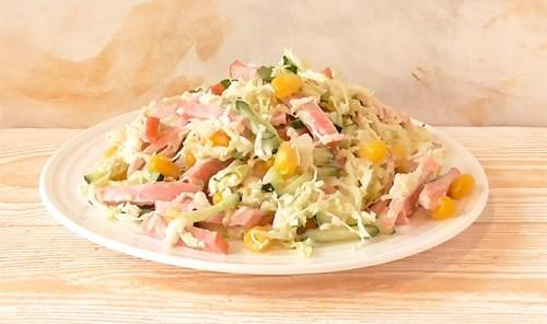 Салат с колбасой, кукурузой и капустой «Три К»