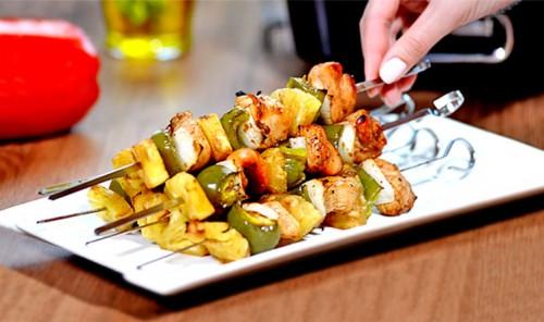 Куриные шашлычки с ананасом в духовке