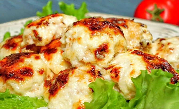 Куриные тефтели в сырно-сливочном соусе