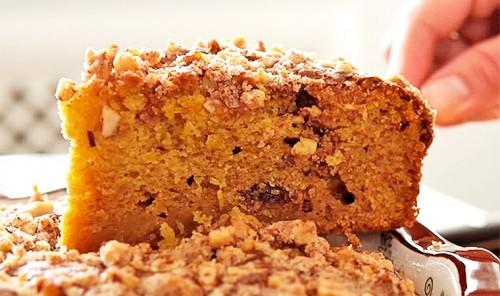 Тыквенный пирог с финиками и ореховой крошкой