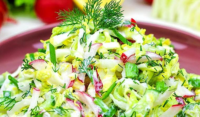 Салат с пекинской капустой, редиской и огурцом