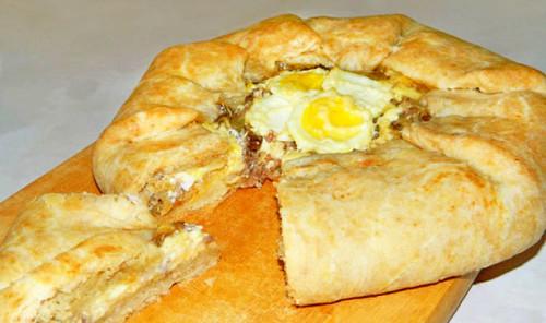 Галета с мясом, сыром и яйцом